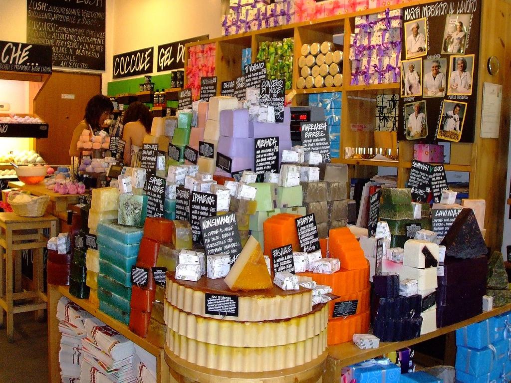 Lush une nouvelle fa on de consommer des produits bios at for Amsterdam products